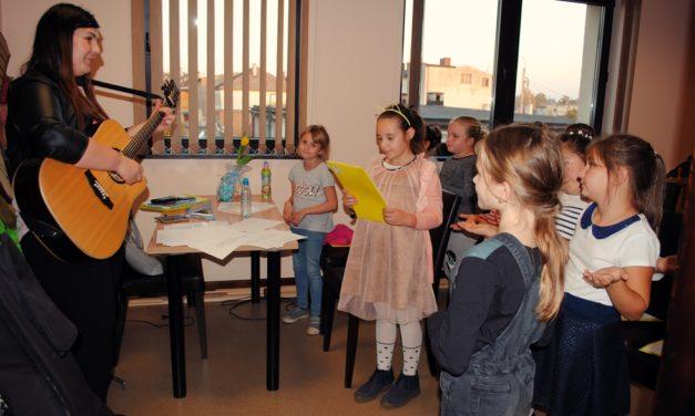 Teatr i zespół dziecięcy czekają