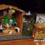 Szopki, kartki świąteczne i Caritas