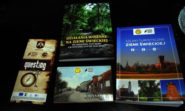 Przewodnik po szlakach, gra terenowa, książka historyczna.