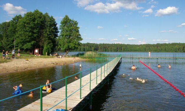 Turniej piłki plażowej i zawody pływackie