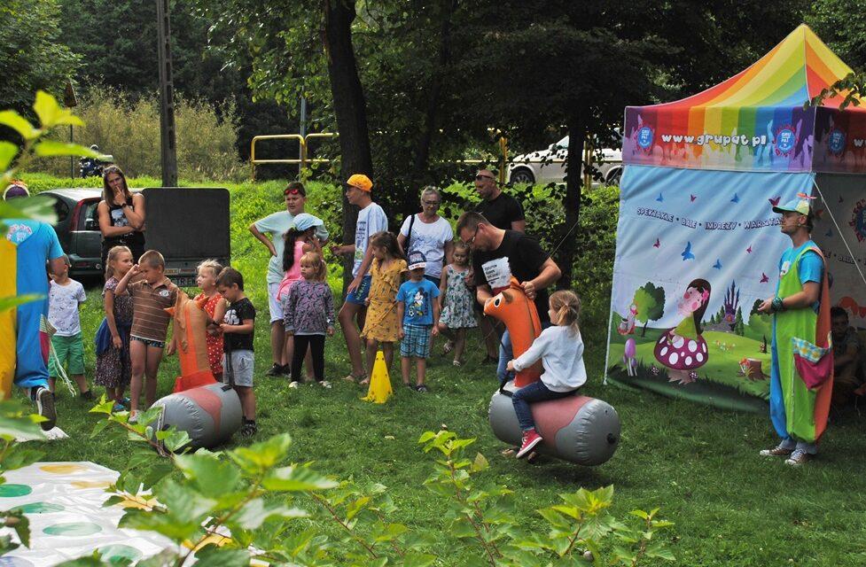 Festyn z animacjami dla dzieci i występami.